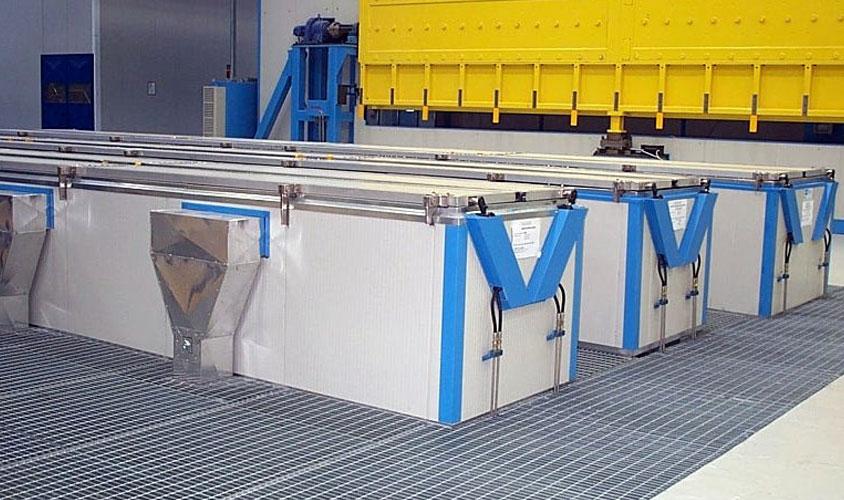 Impianto per operazioni di pulizia e asciugatura di lamiere in lega di alluminio