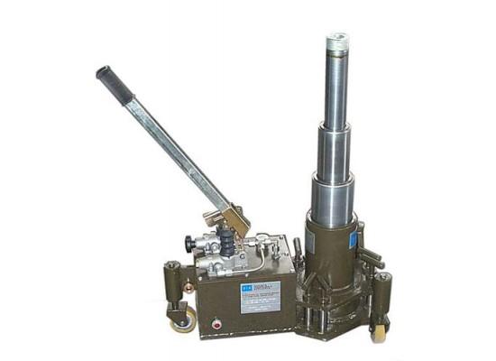 Martinetto idraulico brevettato per la sostituzione delle ruote